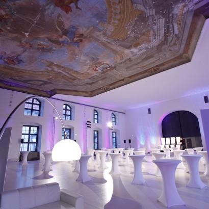 Jesuitensaal mit Stehtischen